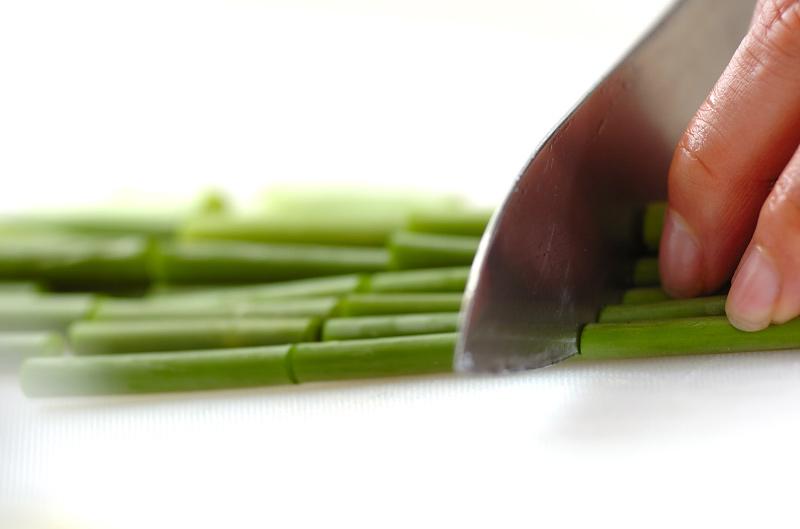 ニンニクの芽のオイスター炒めの作り方の手順1