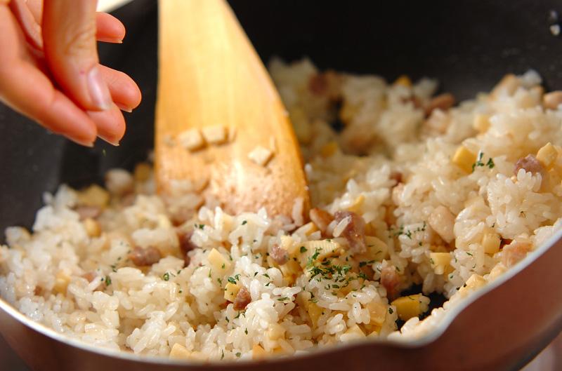タケノコの炒めご飯の作り方3