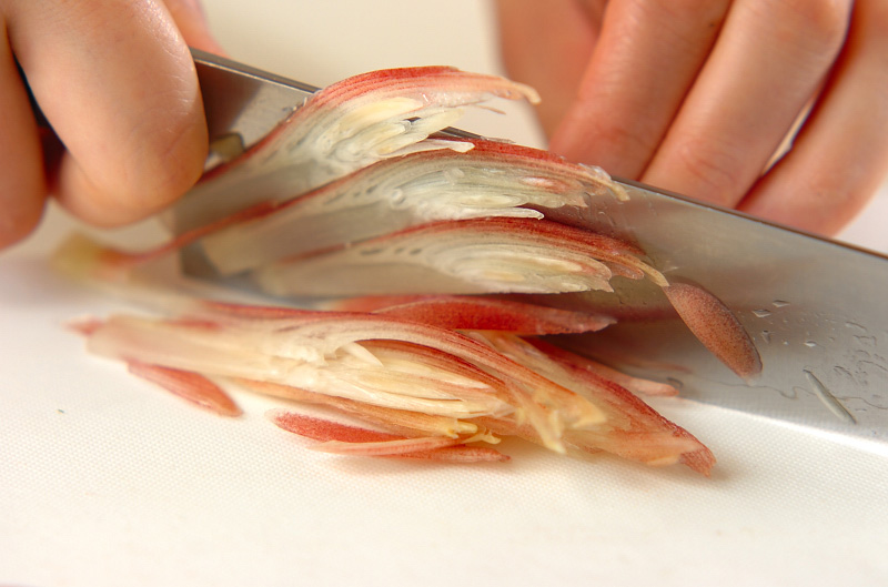 さわやかに香るミョウガと豆腐の味噌汁の下準備2