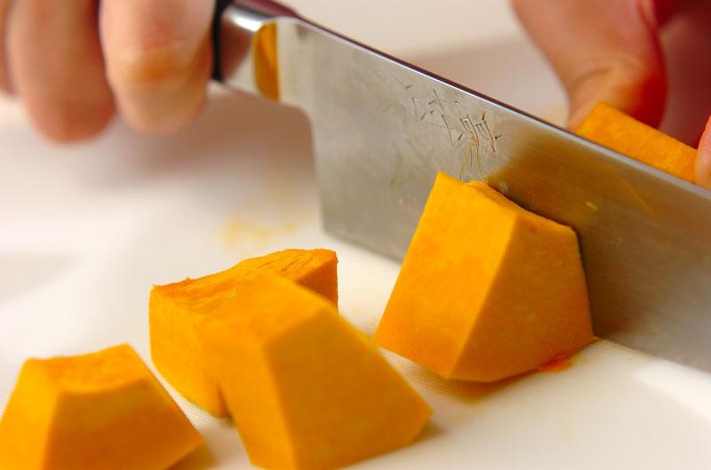 カボチャとプルーンのサラダの作り方の手順1