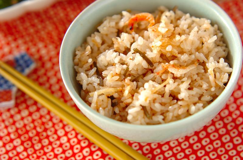 塩昆布と桜エビの炊き込みご飯