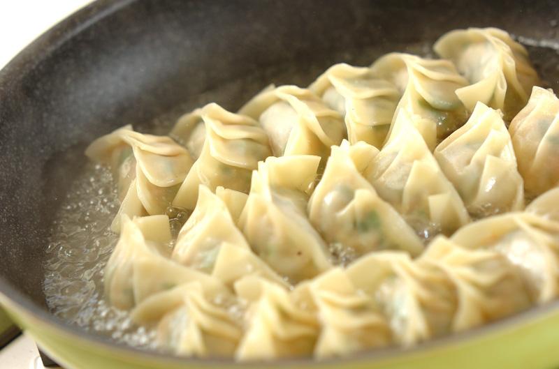 プリプリエビ入り餃子の作り方の手順9