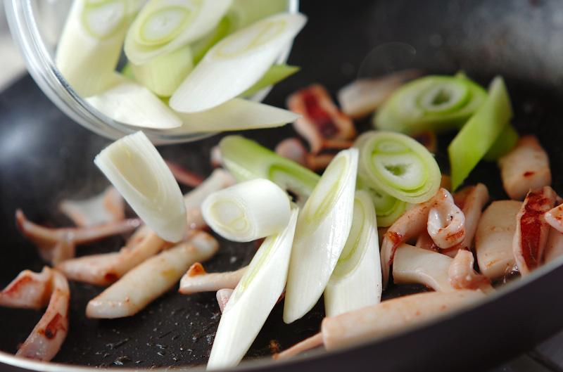 ネギとイカの甘辛炒めの作り方の手順3