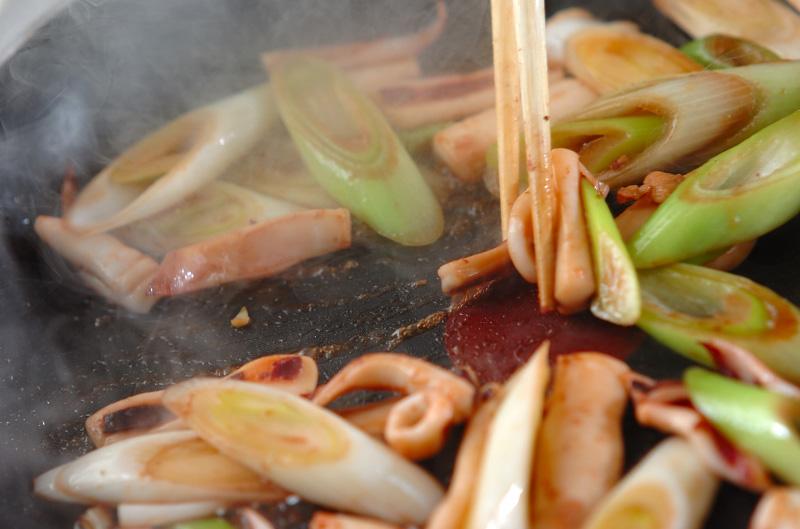 ネギとイカの甘辛炒めの作り方の手順4