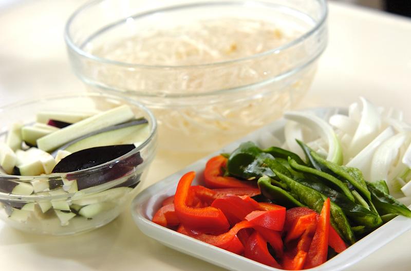 牛肉と野菜のオイスター炒めの作り方の手順2