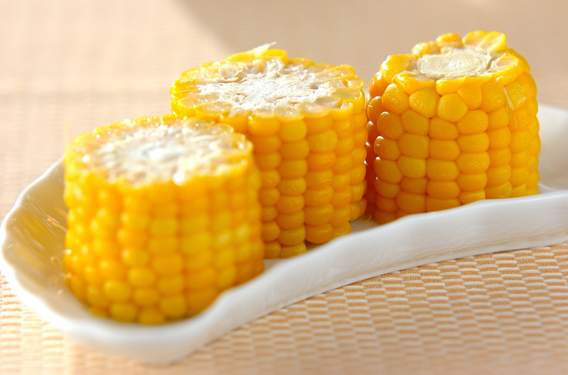塩ゆでトウモロコシの作り方の手順