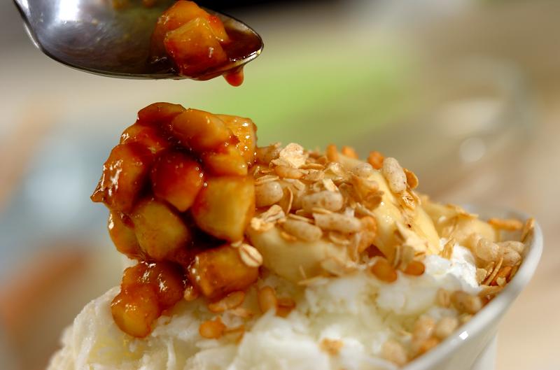 バナナミルク&キャラメルソースの台湾風かき氷の作り方の手順6