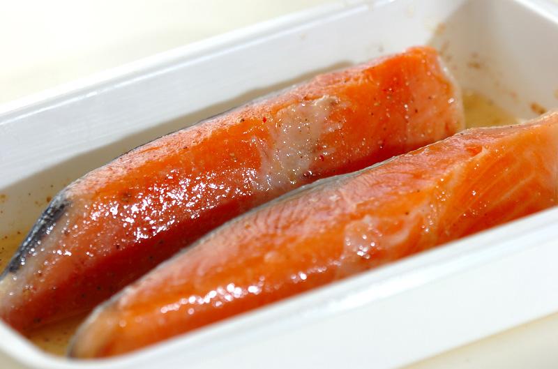 漬け鮭の唐揚げの作り方の手順1