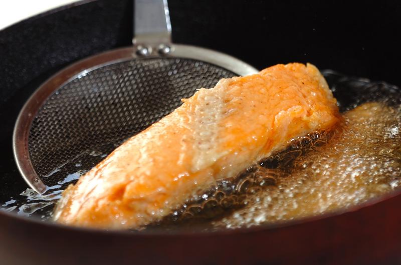 漬け鮭の唐揚げの作り方の手順6