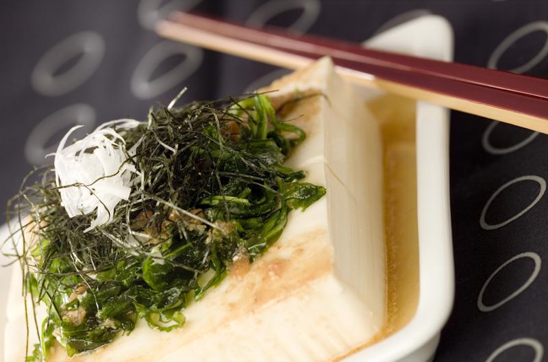 豆腐と揚げ菊菜の梅風味