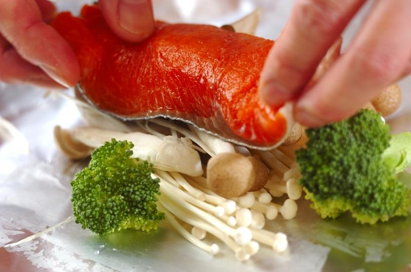 鮭とキノコのホイル焼きの作り方の手順3