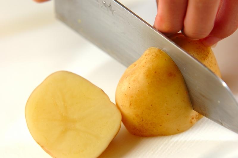 揚げジャガイモのピリ辛煮の作り方の手順1
