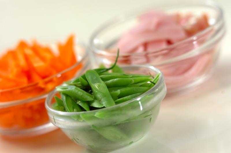 ニンジンとハムの甘酢炒めの作り方の手順1