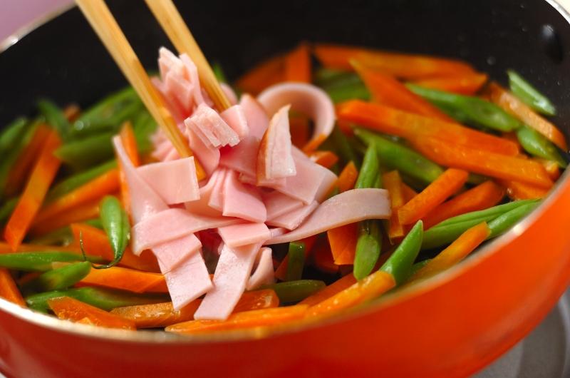 ニンジンとハムの甘酢炒めの作り方の手順2