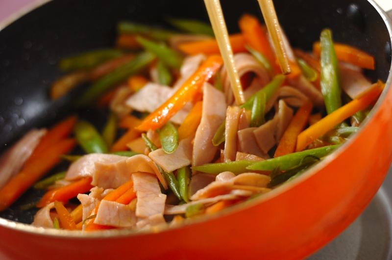 ニンジンとハムの甘酢炒めの作り方の手順3
