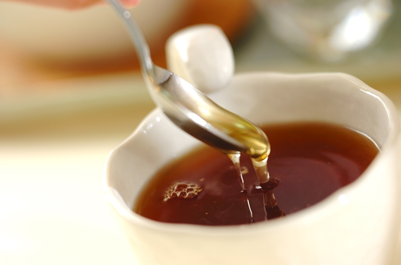 すりおろしショウガとハチミツの紅茶の作り方の手順2