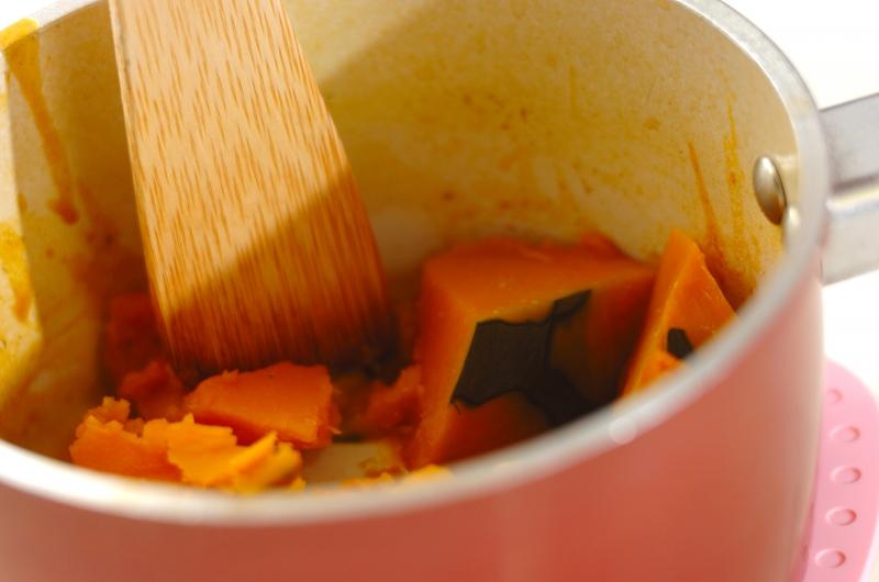 小鍋で作る和風カボチャサラダの作り方の手順3