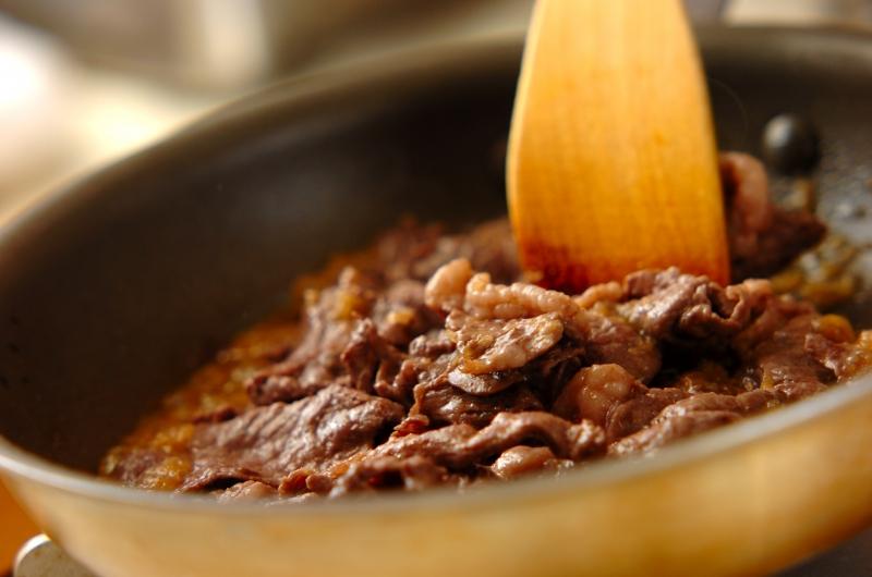 牛肉のバターしょうゆ炒めの作り方の手順4