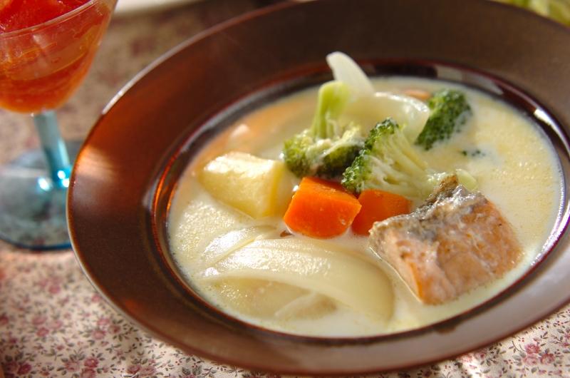 鮭とブロッコリーのクリームシチューの作り方の手順