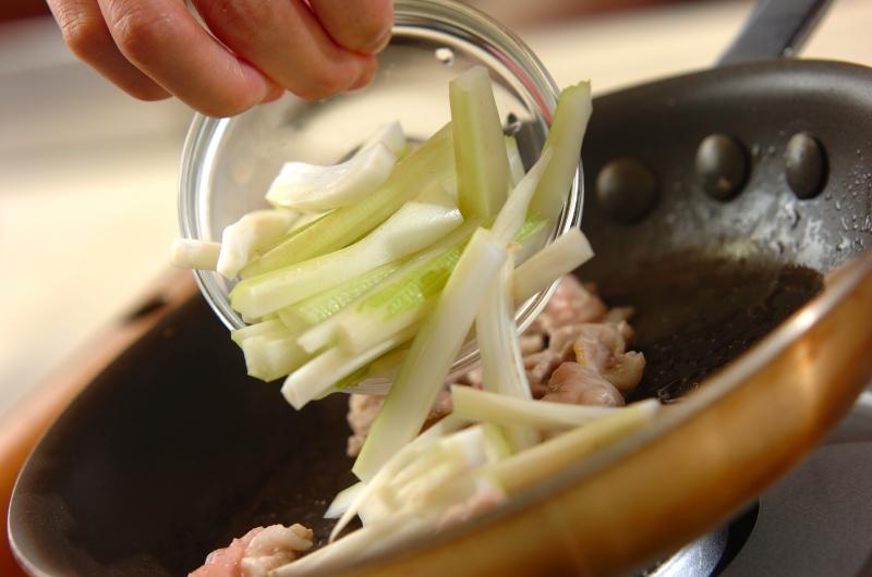 セロリの塩きんぴらの作り方の手順3