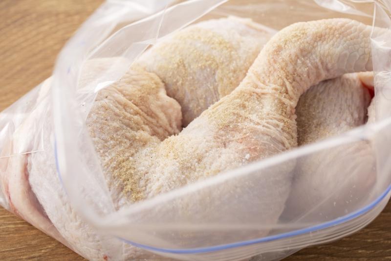 ホワイトソースのローストチキンの作り方の手順1