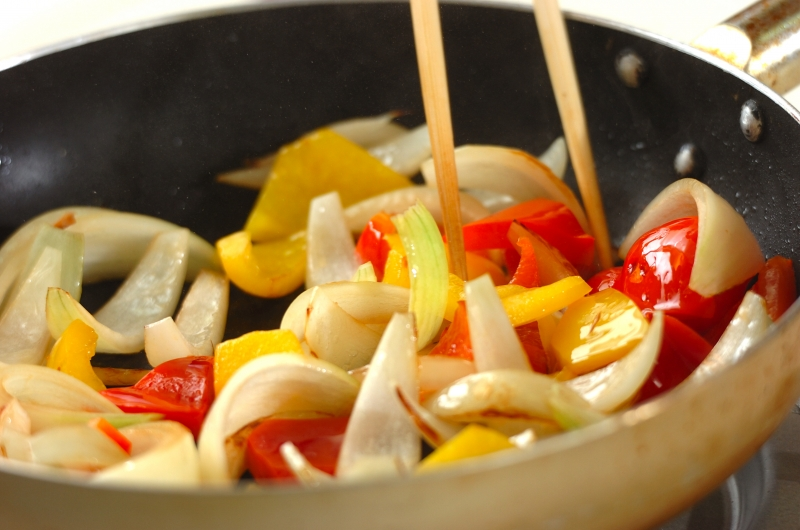 牛肉とパプリカのしょうゆ炒めの作り方の手順4