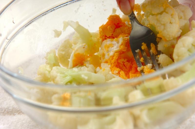 カリフラワーとゆで卵のサラダの作り方の手順3