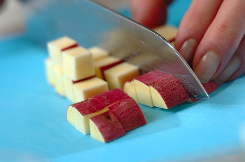 サツマイモとチーズのサラダの作り方の手順1