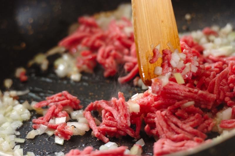 ひき肉クリームソースのフェットチーネの作り方の手順1