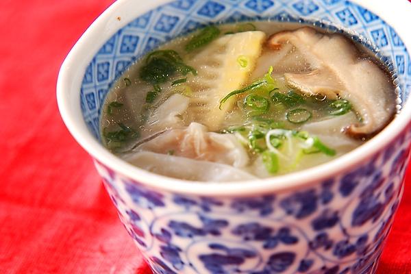 ワンタンスープの作り方の手順