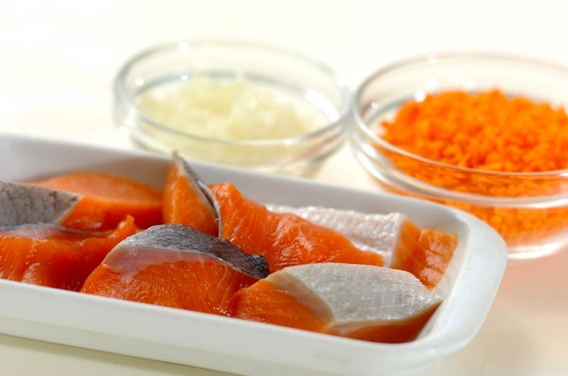 鮭のオランダ揚げの下準備1