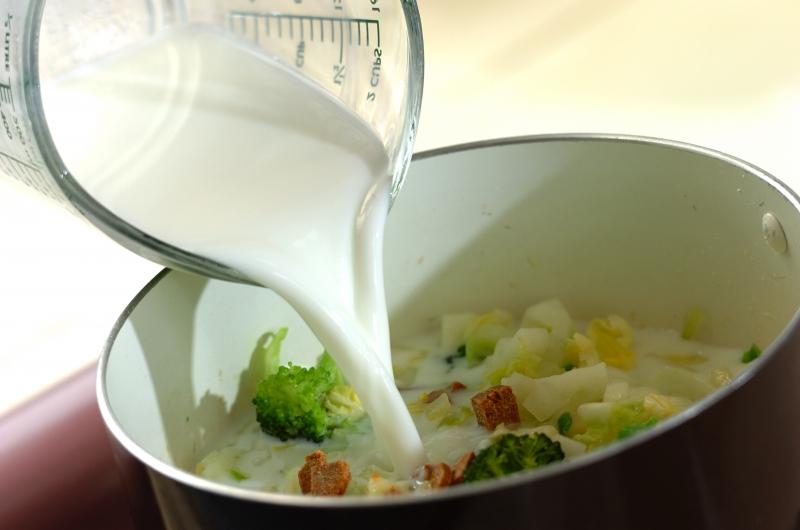 白菜とブロッコリーのクリームスープの作り方の手順4