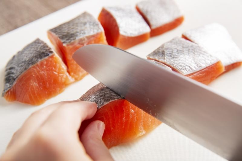 鮭のハーブマリネ焼きの作り方の手順1