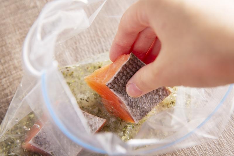 鮭のハーブマリネ焼きの作り方の手順3