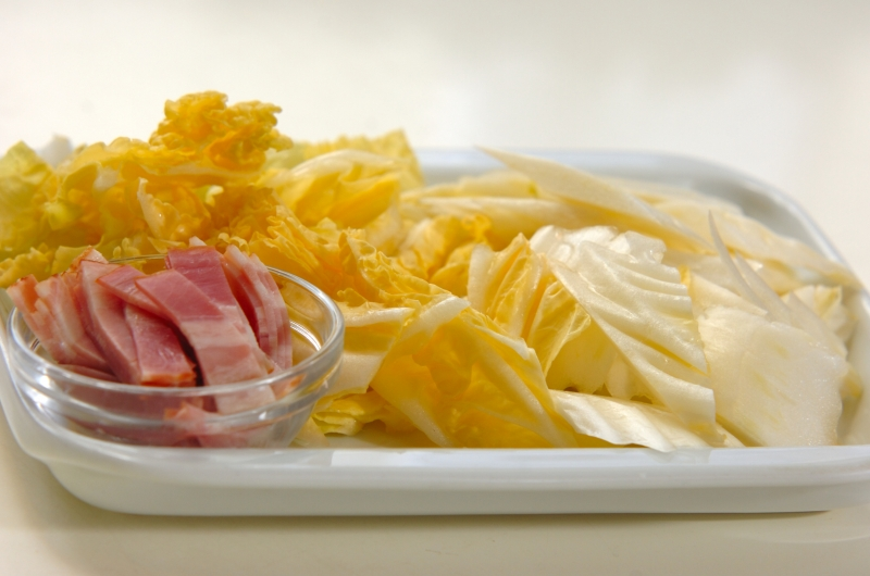 とろーりあたたか白菜のクリーム煮の作り方の手順1