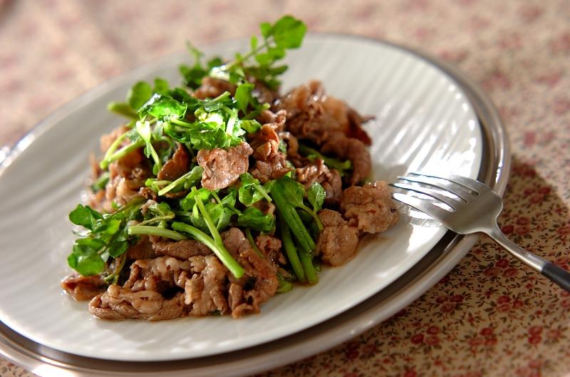 牛肉とクレソンの黒コショウ炒めの作り方の手順