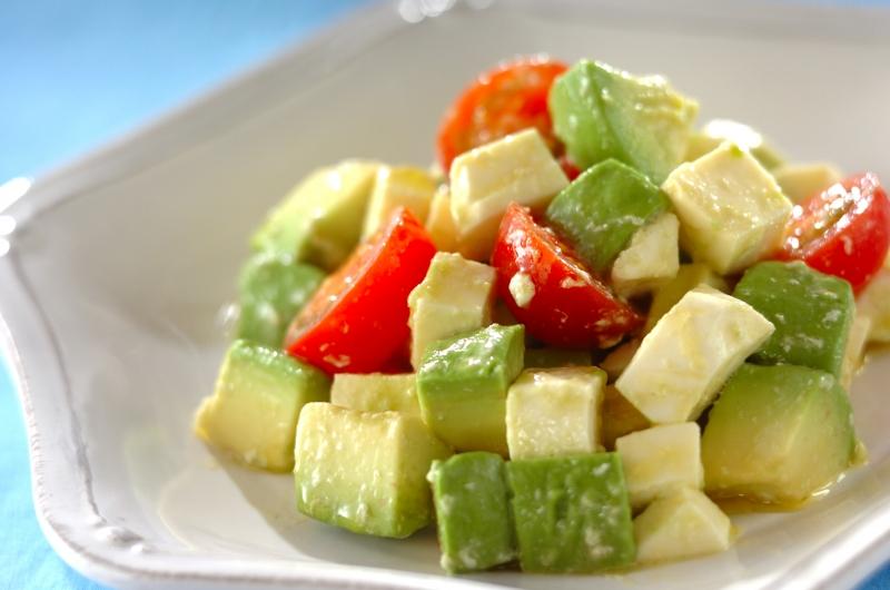 モッツアレラチーズのワサビオイルサラダ