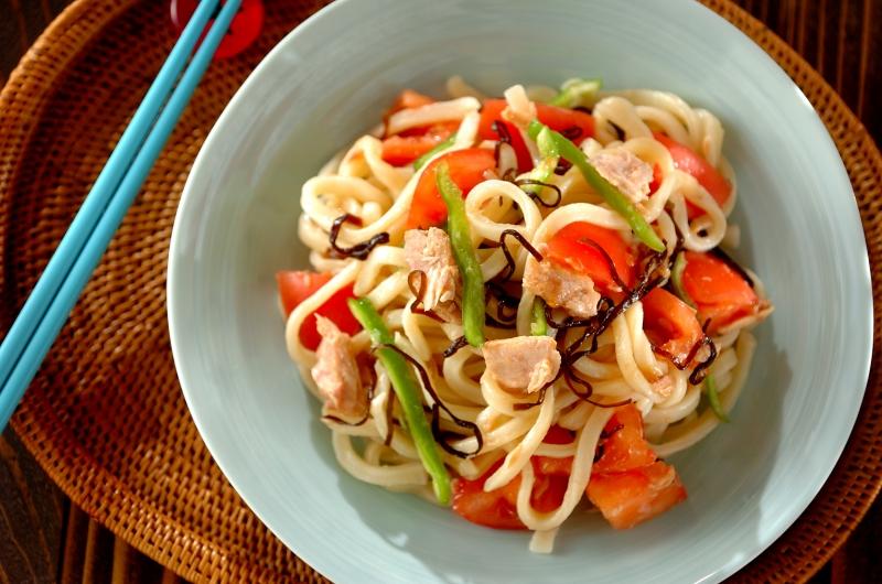 ピーマンとトマトの夏野菜サラダうどん