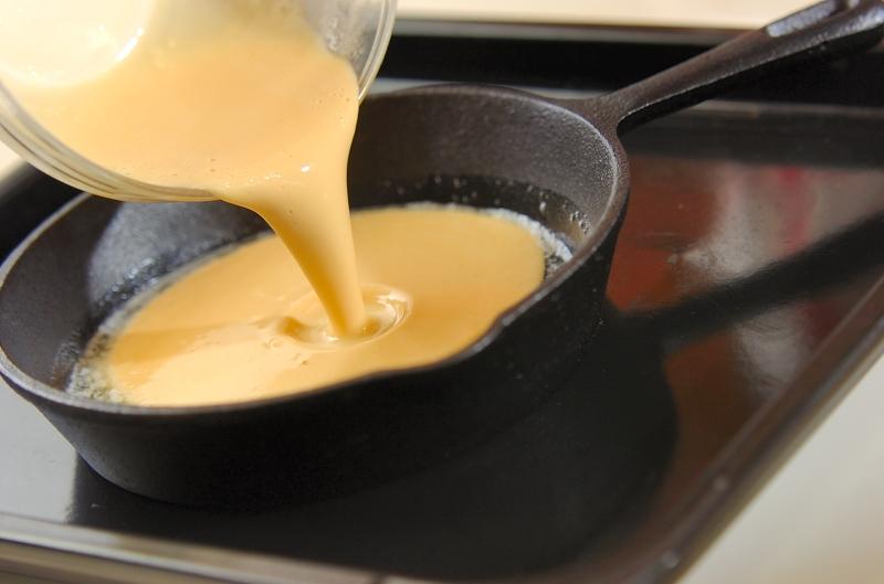 ダッチベイビー スモークサーモンとサワークリーム添えの作り方の手順3