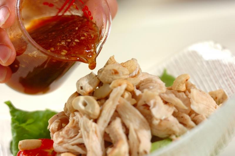作り置き!焼肉のタレで鶏肉とナッツのサラダの作り方2
