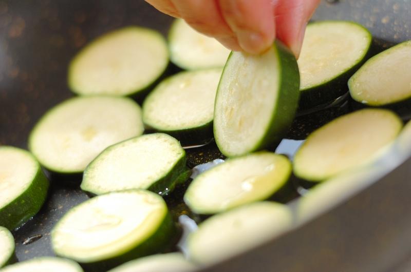 ズッキーニとベーコンのスパゲティーの作り方の手順3