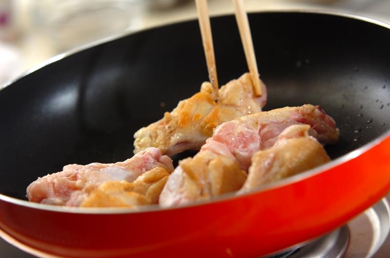 鶏手羽元のやわらかトマト煮の作り方1