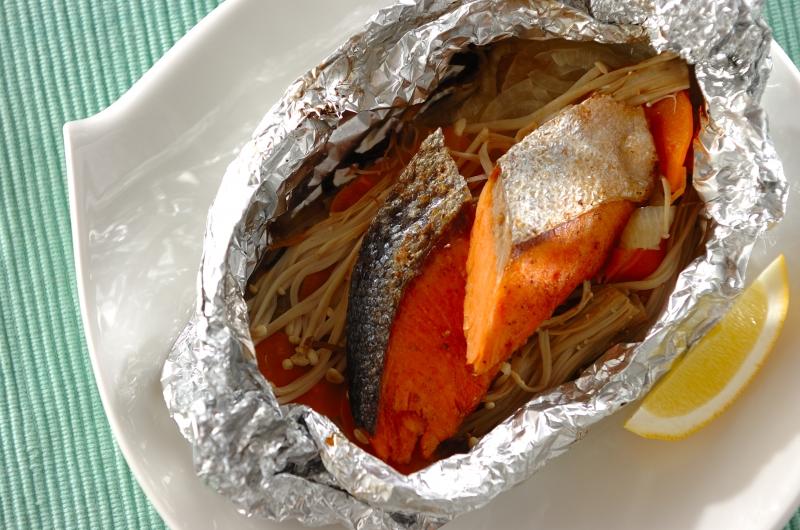 バター香る!鮭と野菜のホイル焼き