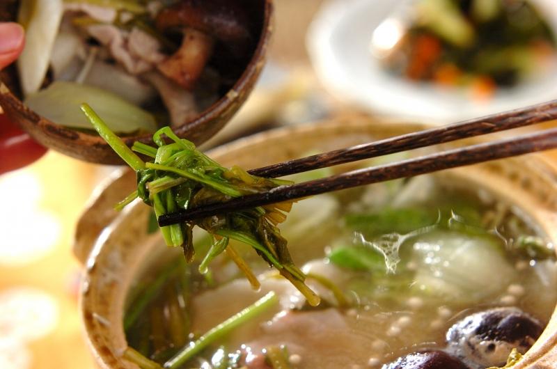 セリたっぷりみそ豚鍋の作り方の手順3