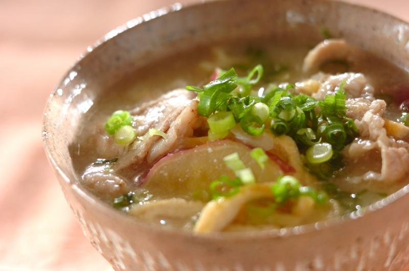 豚とサツマイモのみそ汁の作り方の手順