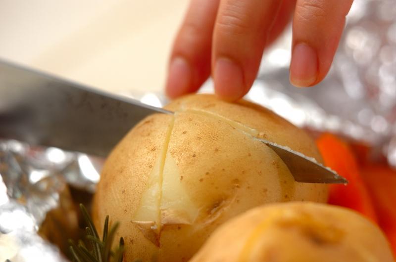 ジャガイモの香草ホイル焼きの作り方の手順4
