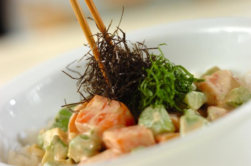 ワサビマヨソースで!サーモンアボカド丼の作り方の手順5