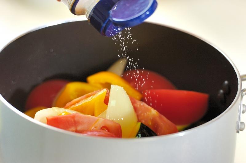 ズッキーニとトマトの煮込みの作り方の手順5