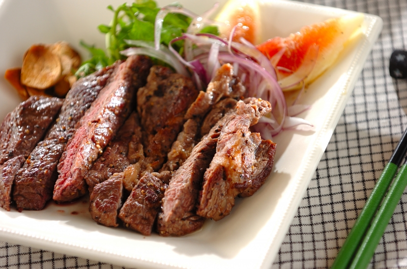 赤身ステーキのサラダ仕立て