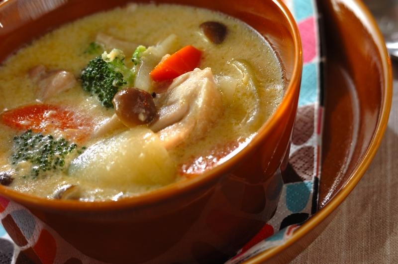 チキンとブロッコリーのコーンシチューの作り方の手順